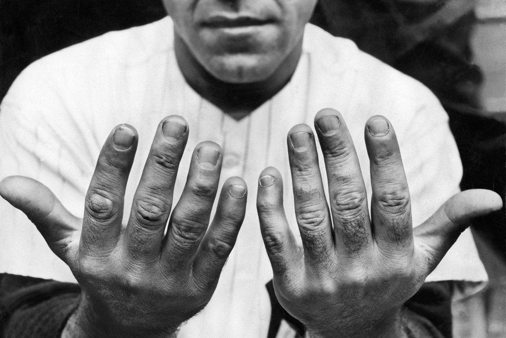 yogis-hands